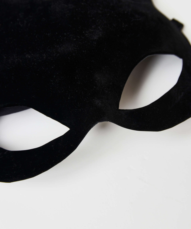 Masque Private, Noir, main