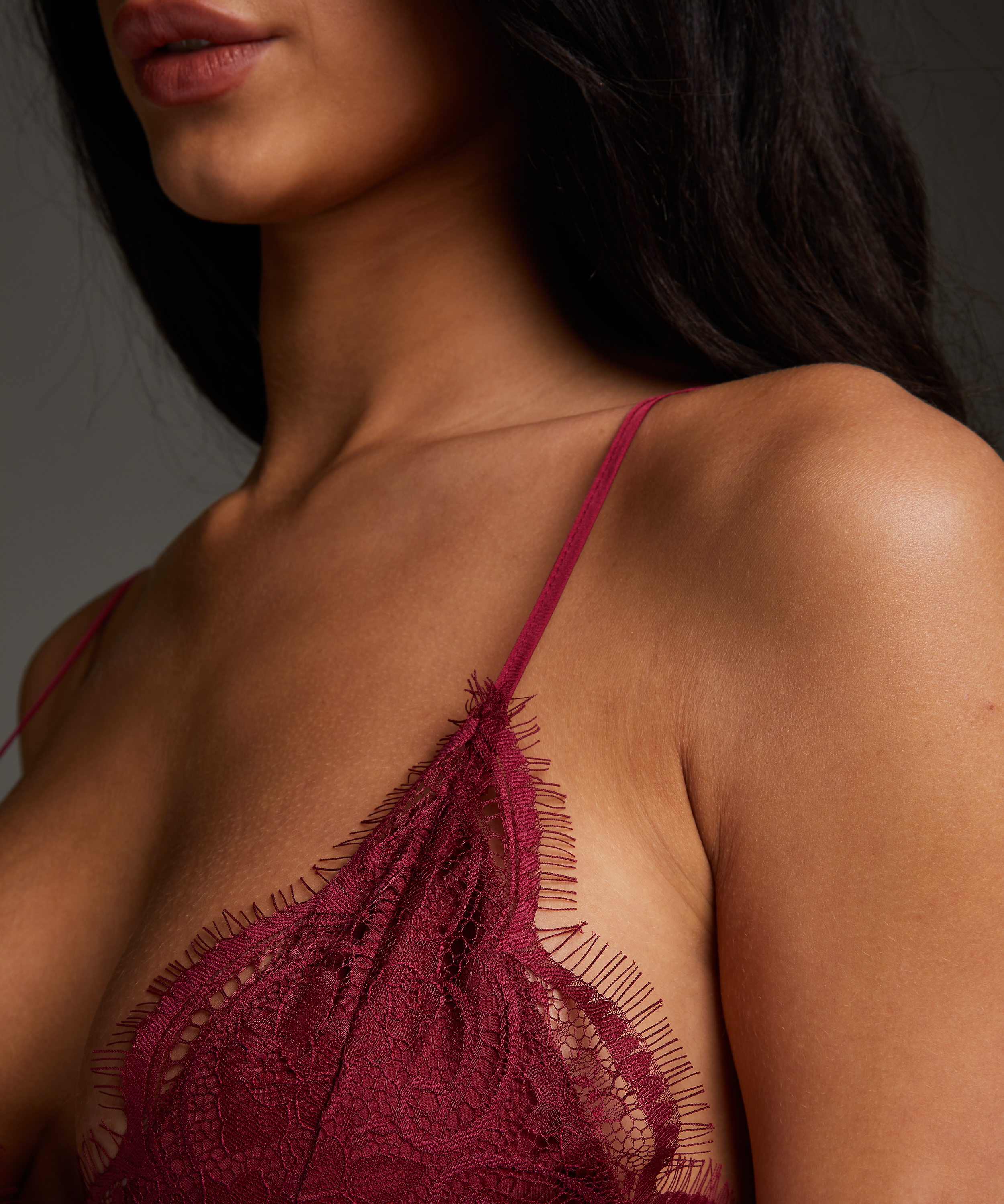 Nuisette Satin Holly, Rouge, main