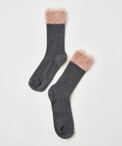Une paire de chaussettes moelleuses, Gris