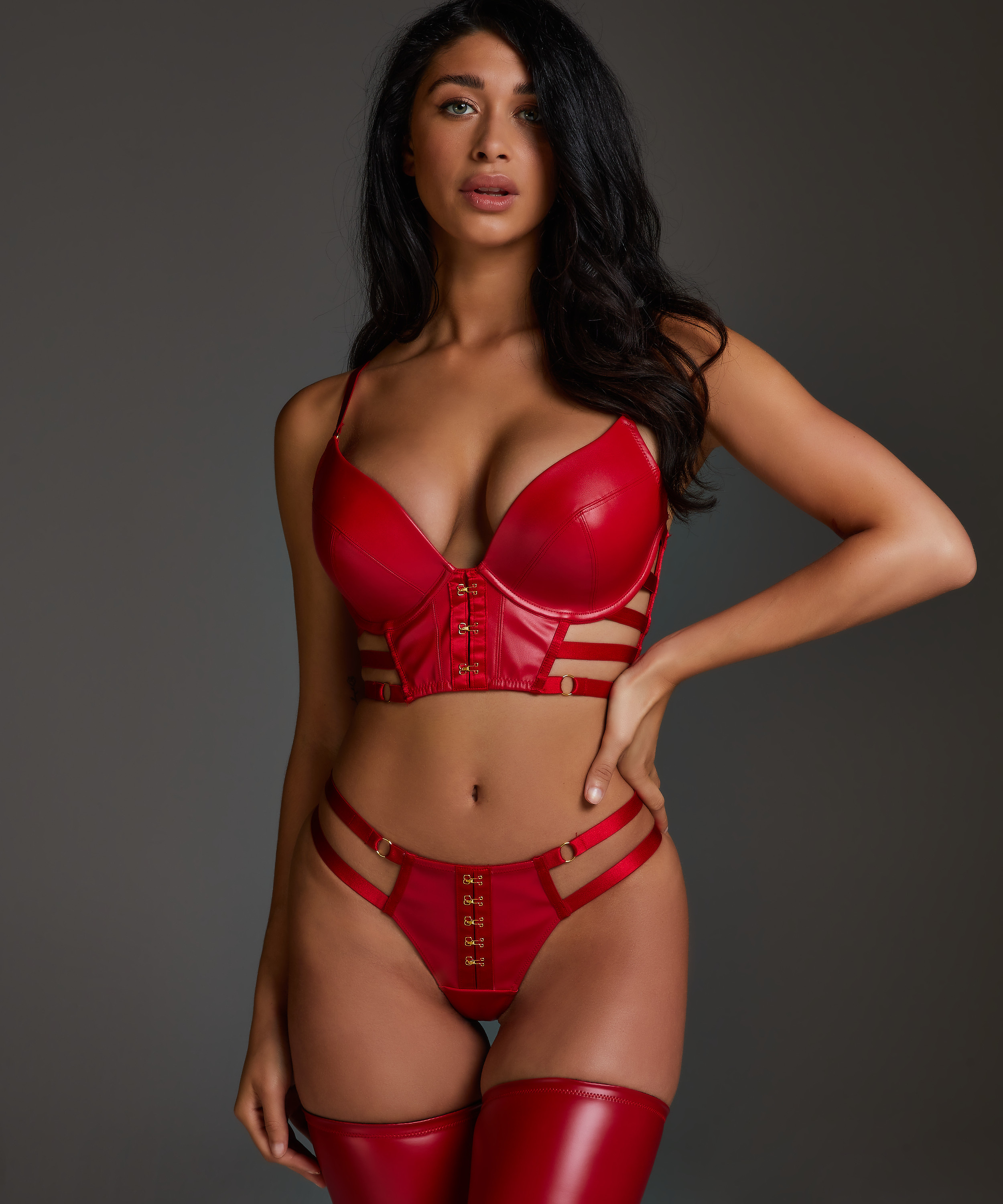 String Vicky, Rouge, main